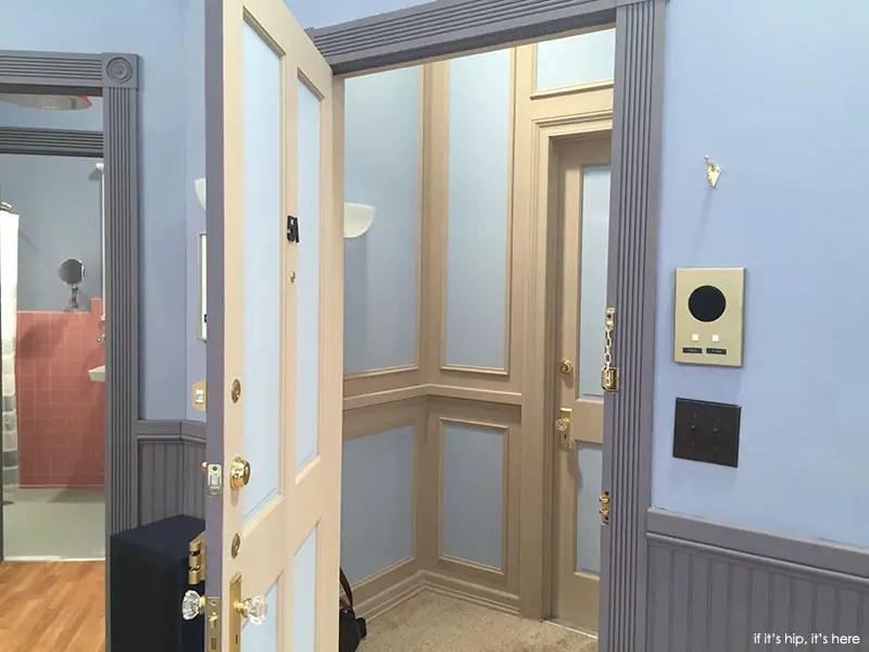 Seinfeld Apartment Replica And Mini Museum Promote Hulu S
