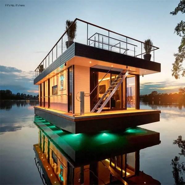 Eco-friendly Rev House Houseboats Floating Luxury