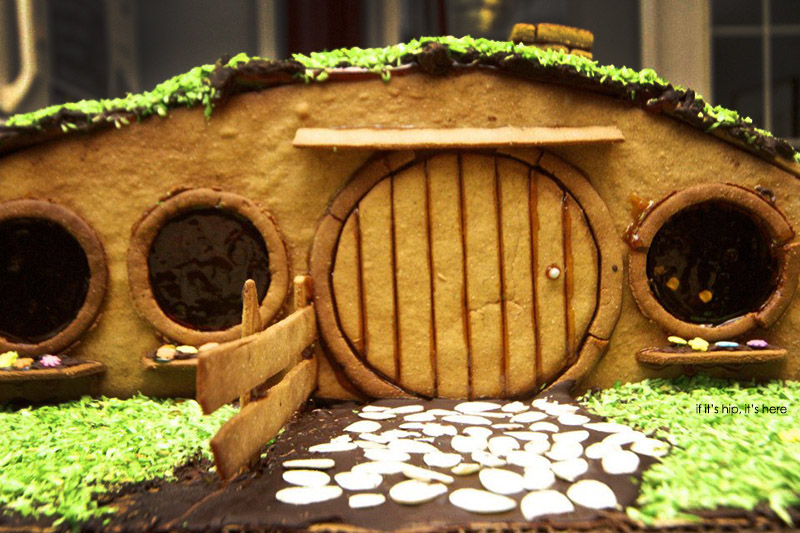 Hobbit house of gingerbread detail