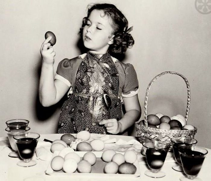 Shirley Temple dying Easter Eggs
