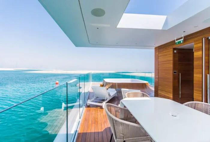 houseboat with jacuzzi