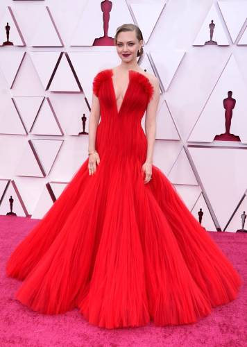 Read more about the article The Best Red Carpet Looks From The Oscars 2021 (Updated!)