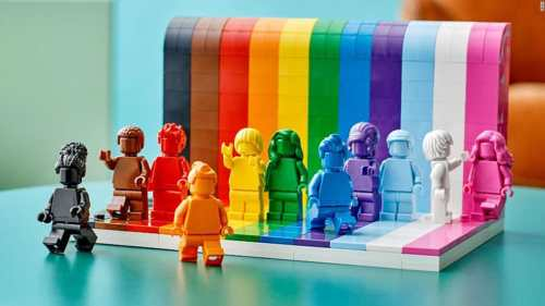Read more about the article LEGO Launches Their First LGBTQIA+ Set, Everyone Is Awesome