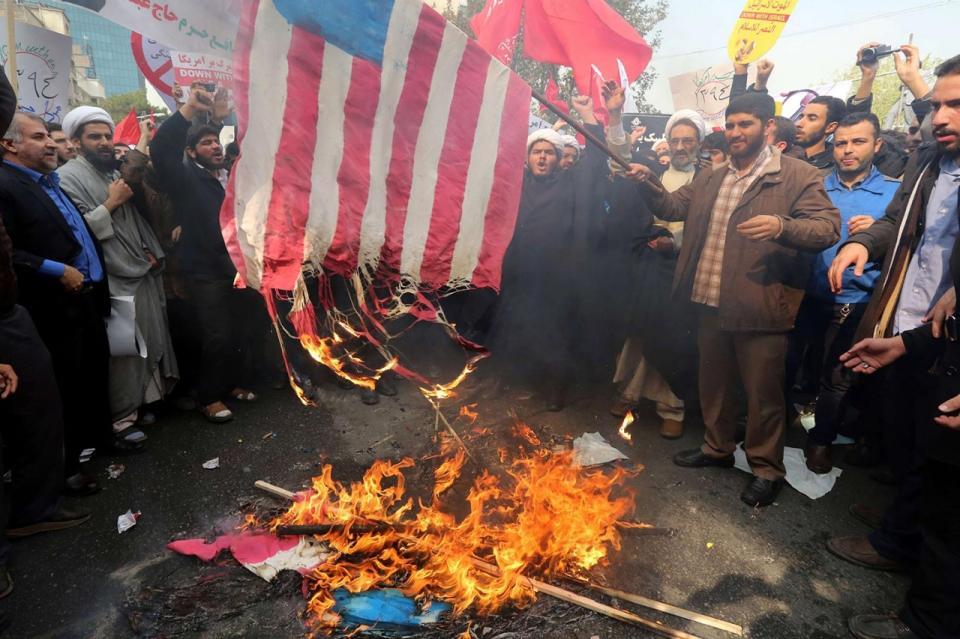 IFMAT - Iranians burn USA flag