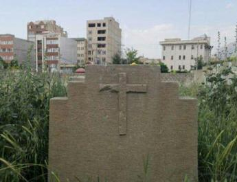 ifmat - Iran blocked the entrance to the Historical Christians Cemetery