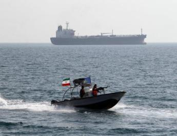 ifmat - Iranian military vessel confronts US warship in the Gulf
