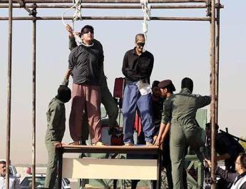 ifmat - Two men publicly hanges in Northeastern Iran