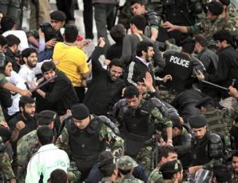 ifmat - Iran minister threatens, football games will take place without spectators if
