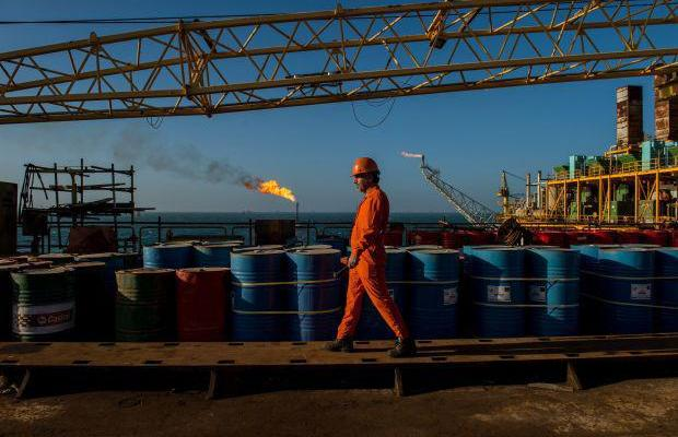 ifmat - China offers Iran oil-field deal as Europe halts Iranian crude purchases