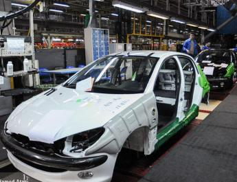 ifmat - Iranian car industry halved hit by US sanctions