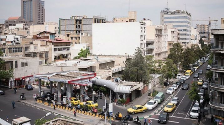 ifmat - Iranians queue up at gas stations fearing rationing of gasoline