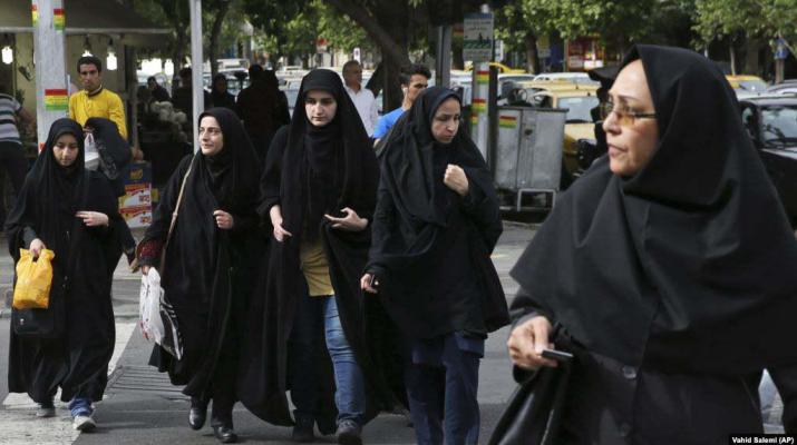 ifmat - Iranians sending photos without Hijab to activist in US face prison