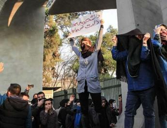 ifmat - Iranian women continue protests against compulsory hijab