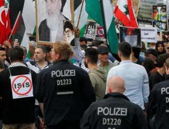 ifmat - Merkel again permits Iranian protest calling for Israel destruction