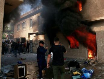 ifmat - Pro-Iran protesters torch Kurd party offices in Baghdad