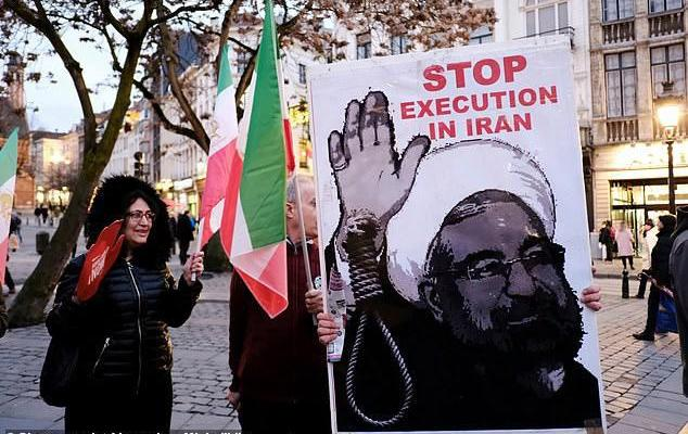 ifmat - Four men are hanged in Iran for gang-raping mountain climber in front of her husband