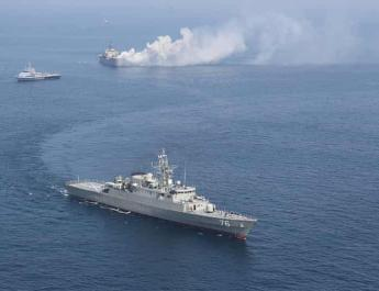 ifmat - US ship fired 30 warning shots at Iranian speedboats in Strait of Hormuz