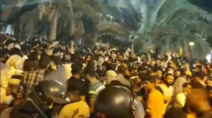 ifmat - Iran Protestors block roads call for death of Khamenei