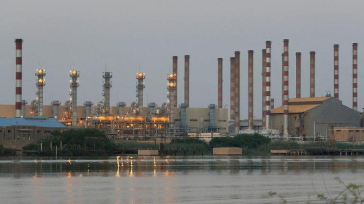 ifmat - US considering new sanctions on Iranian oil sales to China