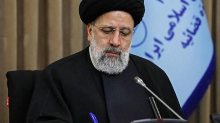 ifmat - Hardliner Tehran paper attempts to silence Raisi reformist critics