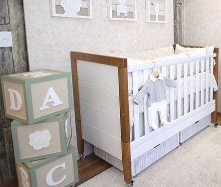 Guardar as fraldas do bebê embaixo da cama