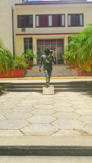 A Santa Clara, Ernesto Che Guevara e il bambino simbolo del futuro