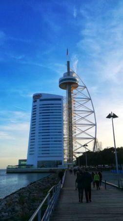 La passeggiata al Parque das Nações continua e incontra la Torre Vasco Da Gama