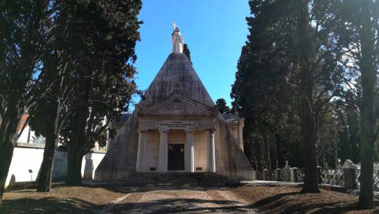 Il Mausoleo più grande D'Europa al Cimitero dos Prazeres di Lisbona