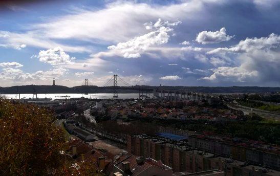 Vista ponte e fiume al