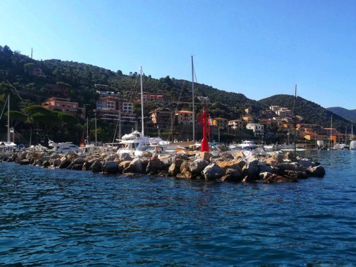 barca per  visitare isola giglio