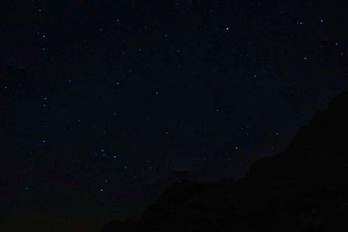 notte e stelle nel wadi rum