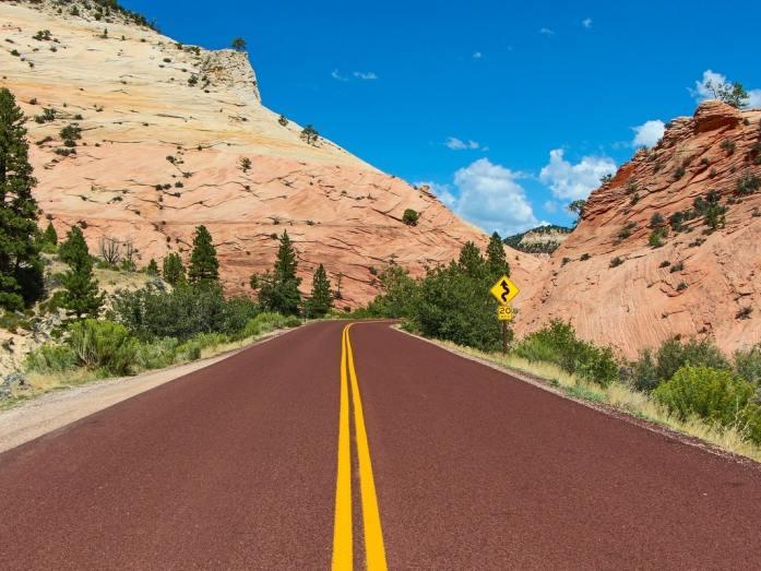 strada rossa zion in macchina