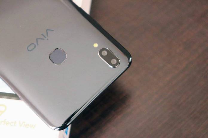 Vivo V9 Review - An iPhone X Clone Running on Android Oreo! - 2
