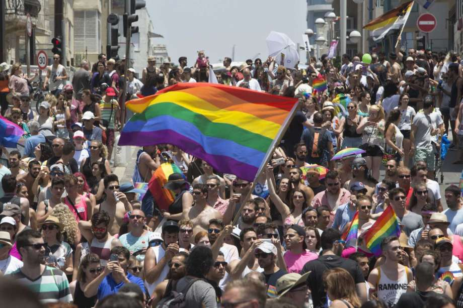 Over 200,000 at Tel Aviv Gay Pride Parade, region's biggest