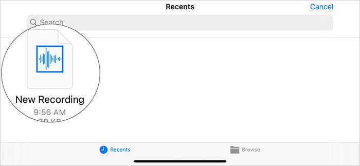 Нажмите на голосовую заметку, а затем нажмите и удерживайте голосовую заметку в приложении GarageBand.