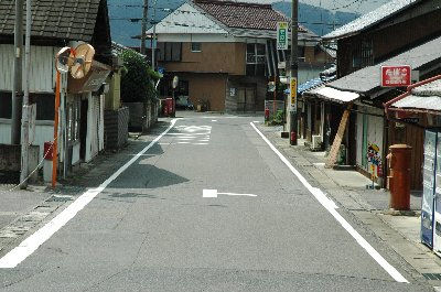 駅正面の道