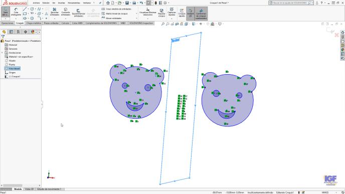 Crear una simetría utilizando un plano en SOLIDWORKS