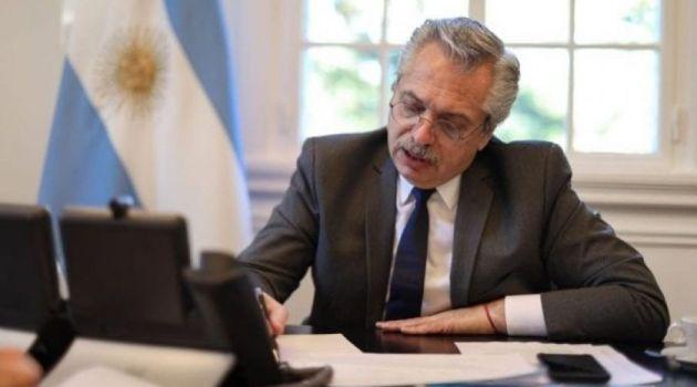 Fernández Alberto firma decreto