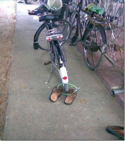 Road side Locking Jugaad - One step ahead