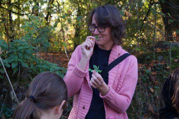 Wildplukken Groningen met wildplukster tijdens wildplukwandeltocht