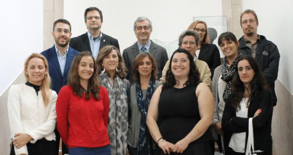 Alunos premiados, respetivos orientadores e membros da Direção do IHMT
