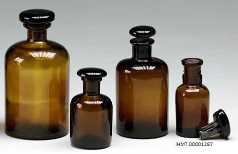 Frascos em vidro castanho. Equipamento de Laboratório