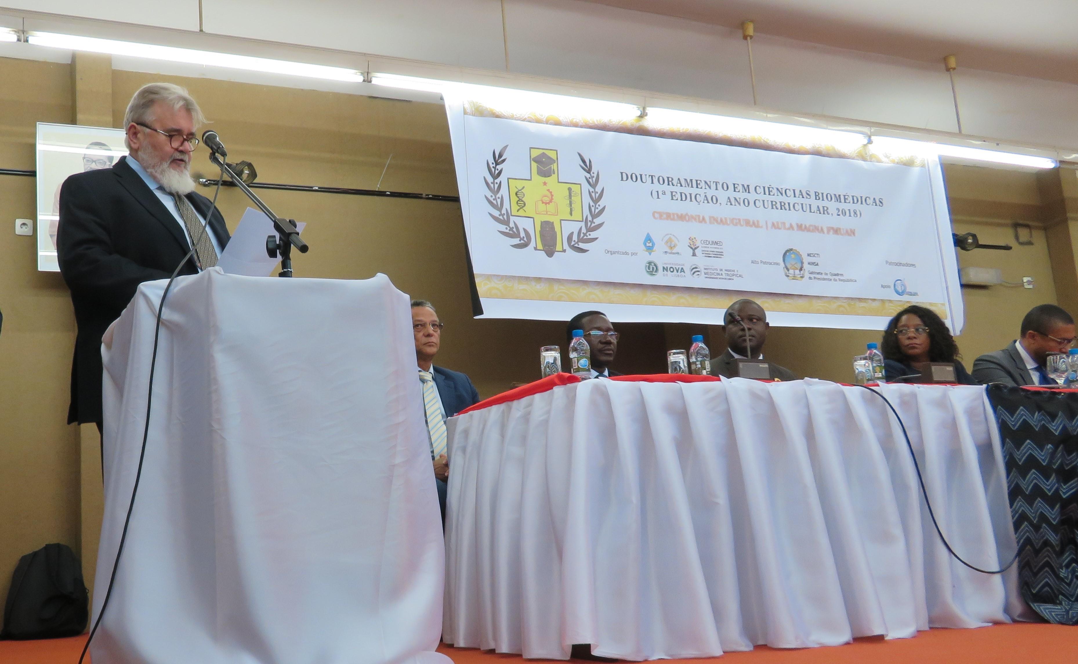 Paulo Ferrinho discursou na cerimónia solene de abertura do doutoramento em Ciências Biomédicas