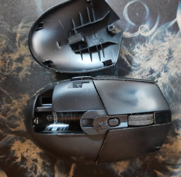 logitech g305 wireless mouse top open