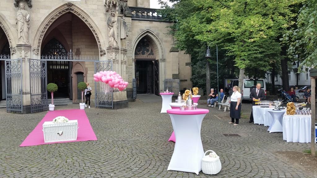 Pinkfarbenes Spektakel in Kln  Ihr Sektempfang