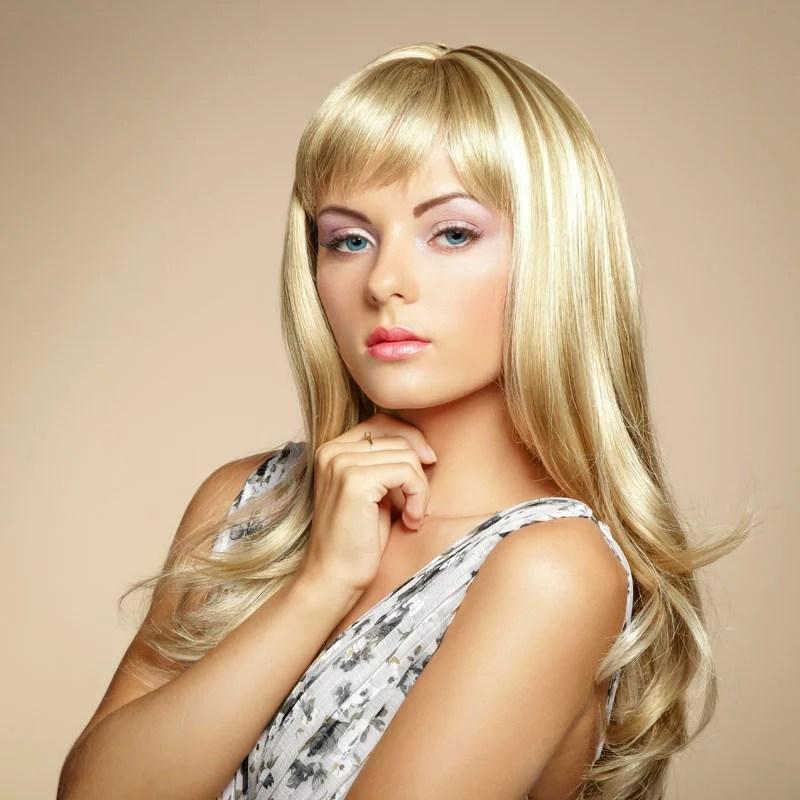 Dickes Blondes Haar Mit Strähnchen Und Pony Blonde Lange Haare
