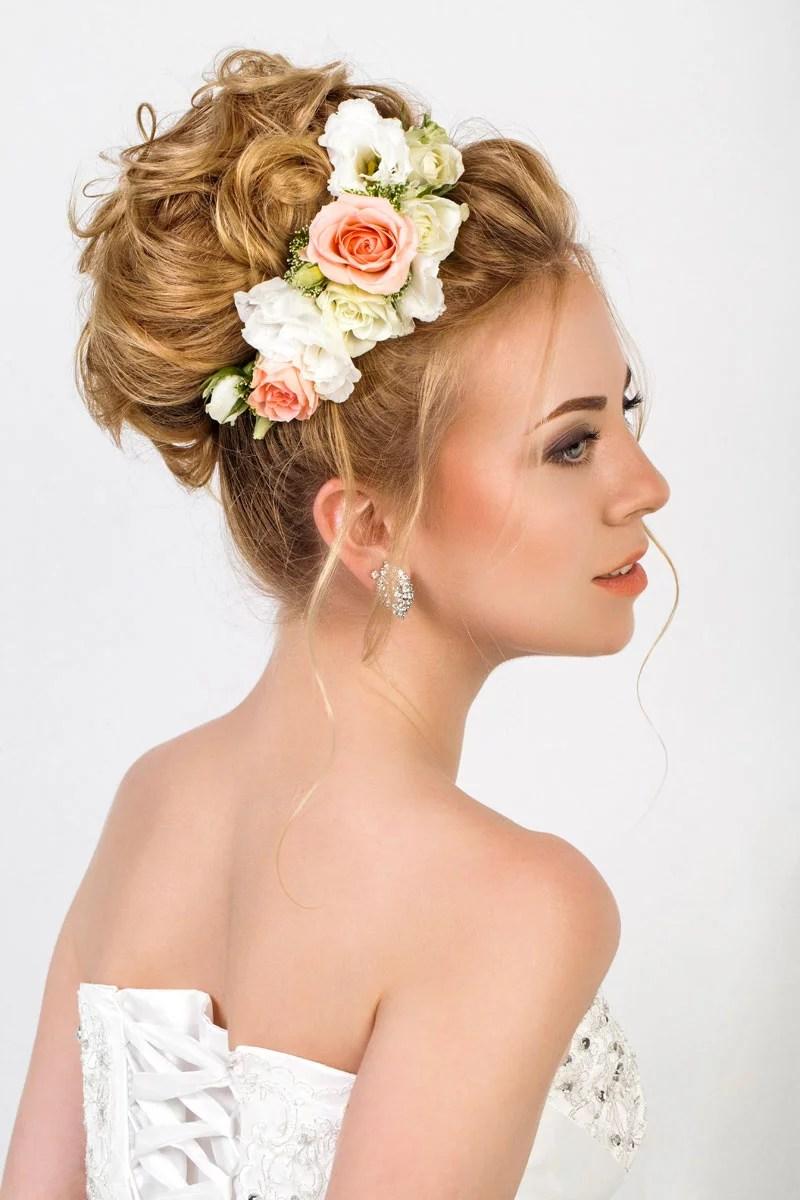 Lockiger Dutt mit Blten  Eleganter Haardutt und Haarknoten