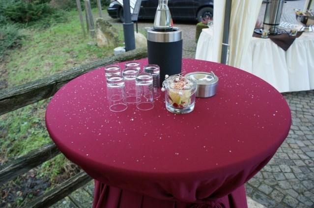 Glühwein statt Sektempfang am Schloss Raesfeld   ©IhreHochzeitstauben