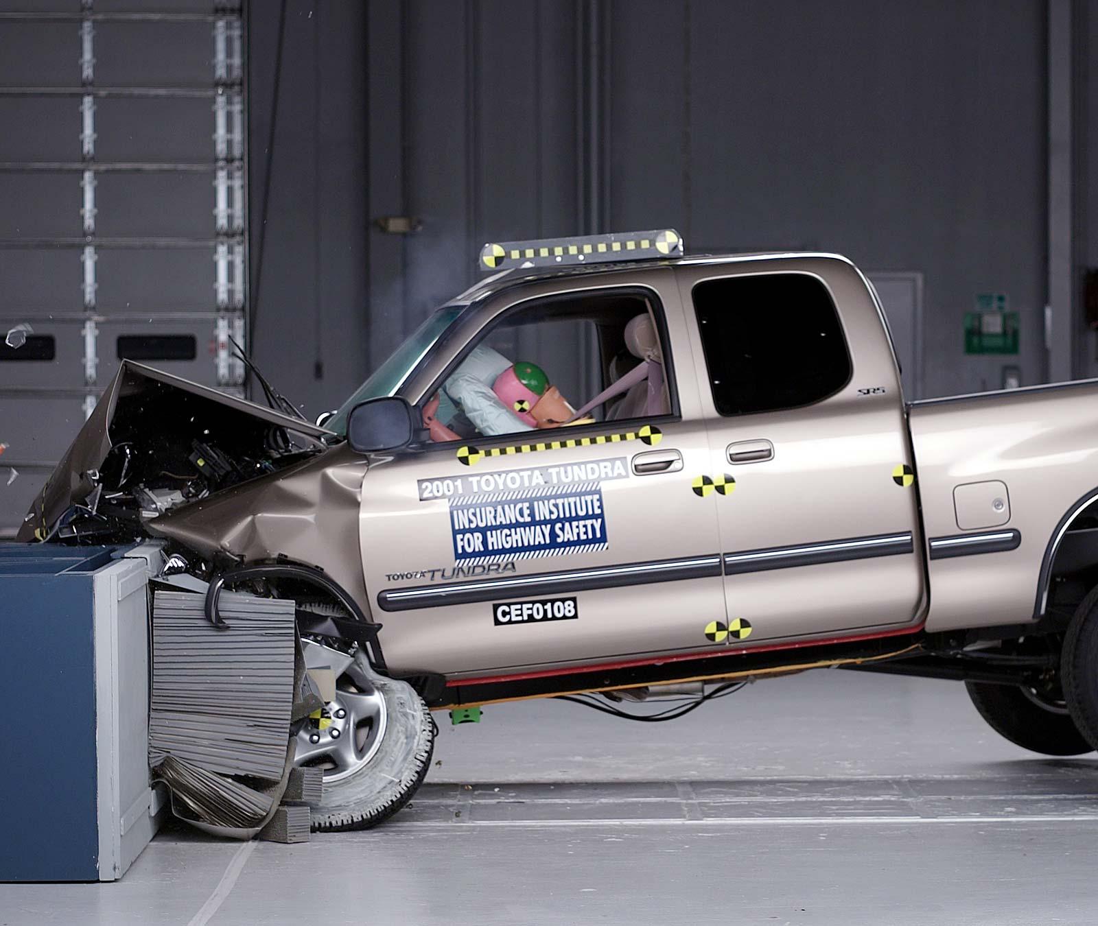 hight resolution of action shot taken during the frontal offset crash test