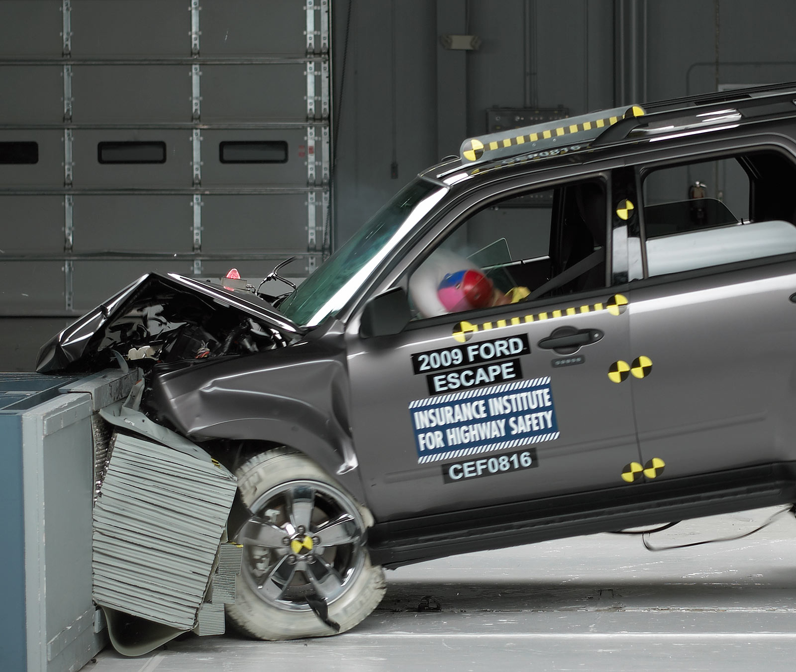 hight resolution of action shot taken during the frontal offset crash test